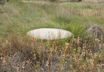 Pozo de agua con tapa de hormigón